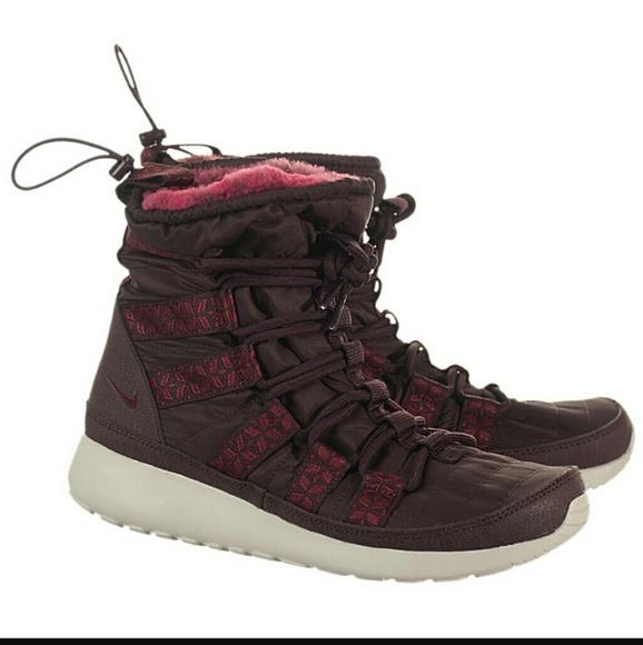 huge discount be47a 22b53 💥 32 Nike Rosherun Hi Sneaker Boot. M 5c46409d194dad586d170b03